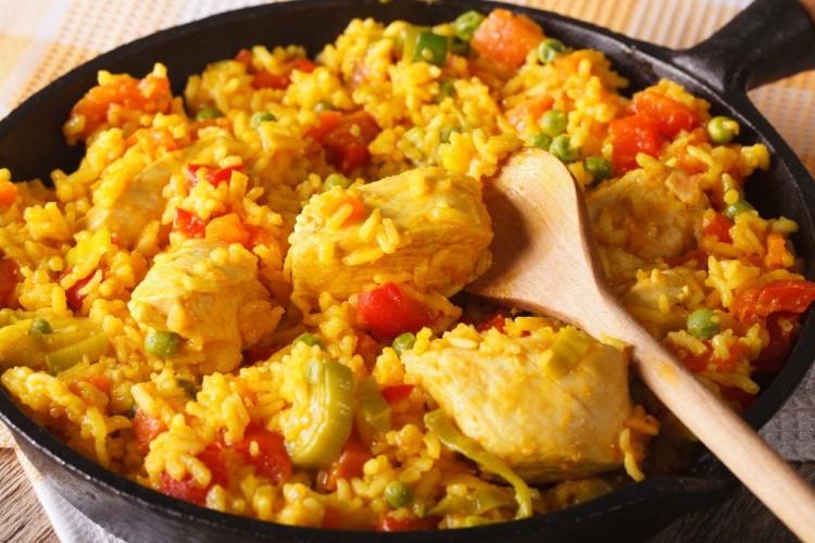 أرز بالدجاج والخضار على الطريقة المكسيكية