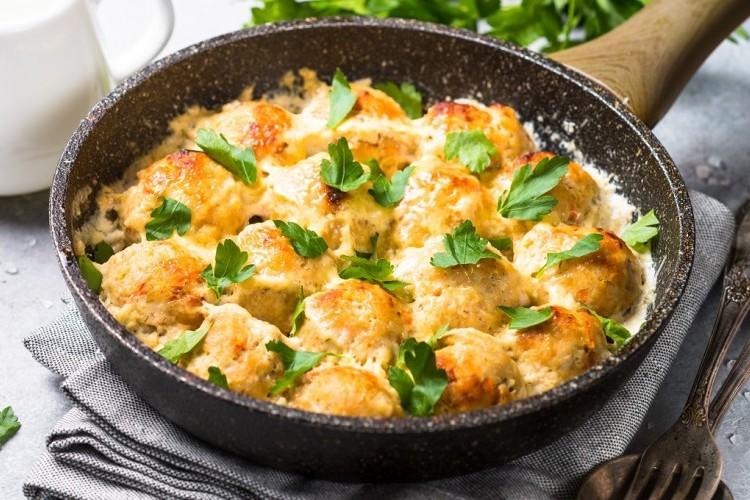 كرات الدجاج بالكريمة والجبن