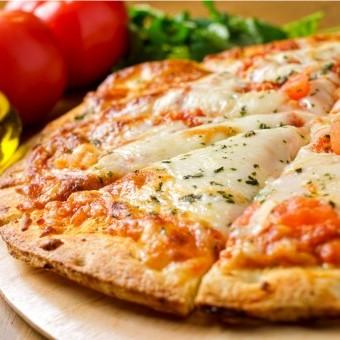 بيتزا مارغاريتا بالجبن السهلة