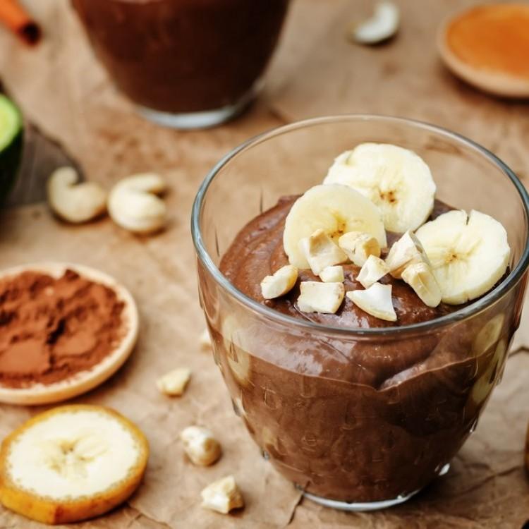 بودينغ الأفوكادو والموز والشوكولاتة