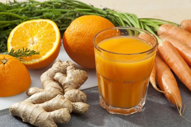 عصير البرتقال بالزنجبيل والكركم