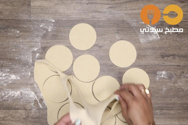 طريقة عمل فطائر الجبن بالزعتر الأخضر , فطائر الجبن بالزعتر الأخضر 2021 b169112038eddc95ad63