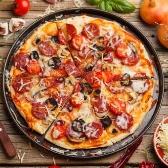بيتزا بالعجينة الهشة للسحور