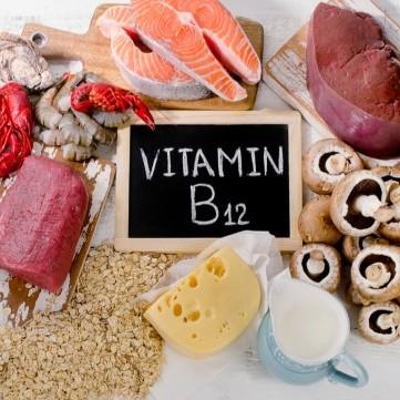 ما هي أعراض نقص فيتامين B12؟
