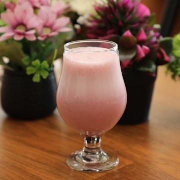كوكتيل الفراولة والحليب بالفيديو