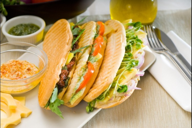 ساندويش دجاج صحي مع صوص البيستو  مطبخ سيدتي