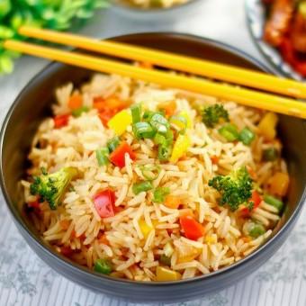 الأرز المقلي الحارّ للنباتيين