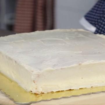 تزيين الكيك بكريمة الزبدة بالشوكولاتة البيضاء بالفيديو
