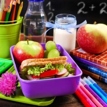 أفضل الوجبات الصحية لطفلك أثناء تأدية الفروض المدرسية