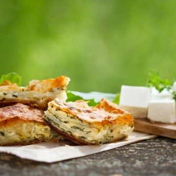 مطبق الجبن بالسبانخ