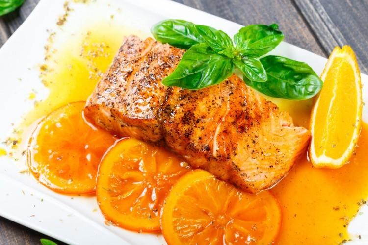 سلمون مشوي بالبرتقال