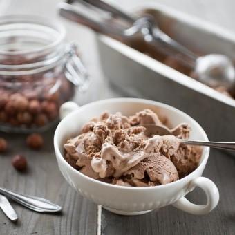 آيس كريم الشوكولاتة بدون ماكينة