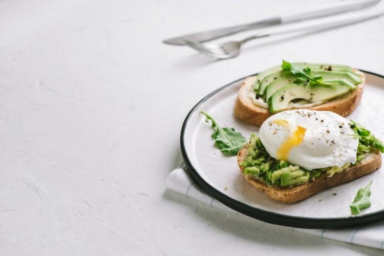 بيض الأفوكادو كيتو