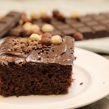 كيك الشوكولاتة بكريمة الزبدة بالفيديو