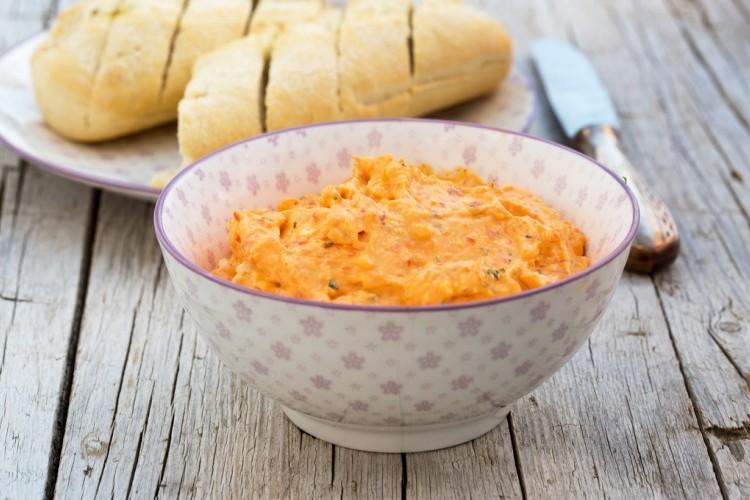 تغميسة الجبن الكريمي بالبابريكا
