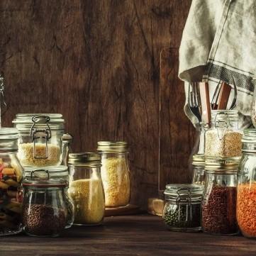 3 عمليات سهلة وسريعة لترتيب دواليب المطبخ استعداداً لرمضان