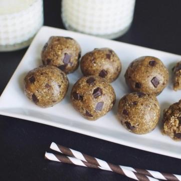 كرات زبدة الفول السوداني مع الشوكولاتة لحلى الرجيم
