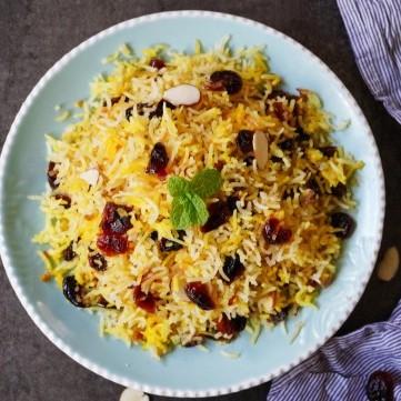 الأرز بالزبيب والزعفران