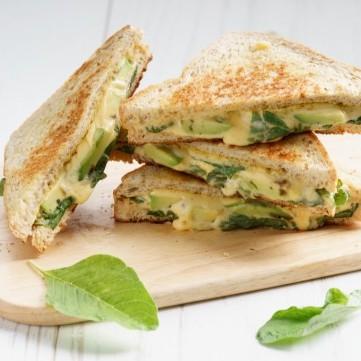 ساندويش الجبن بالأفوكادو لفطور الصباح