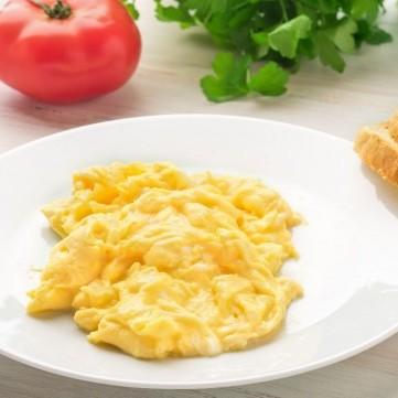 بيض مخفوق على الطريقة الأمريكية للفطور