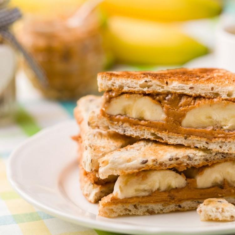 ساندويشات زبدة الفول السوداني والموز لأطفالك