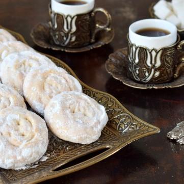 ماذا بعد الإفراط بتناول الحلويات في العيد