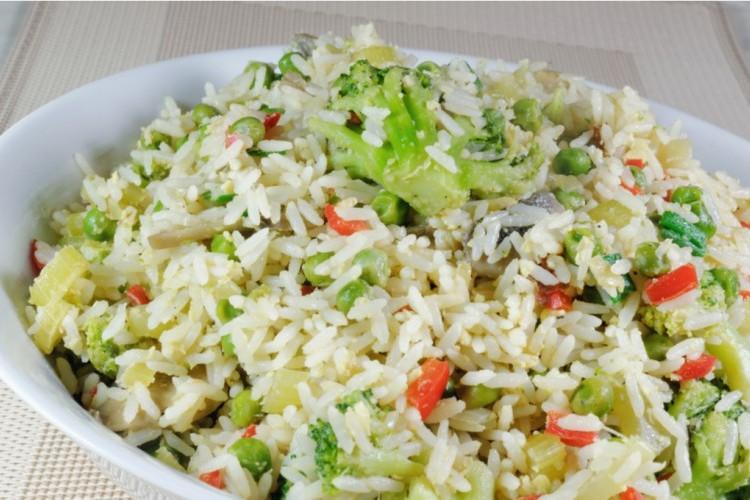 أرز مقلي بالخضار سريع وسهل