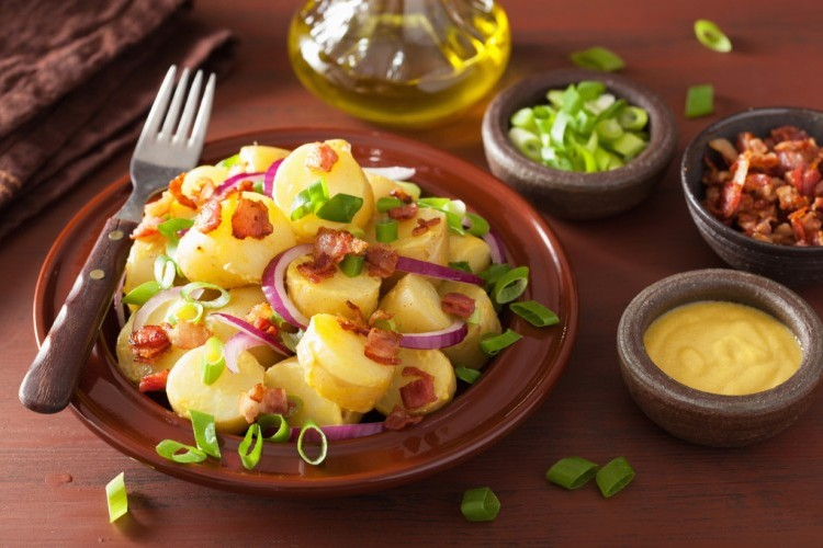 سلطة البطاطس بالماسترد