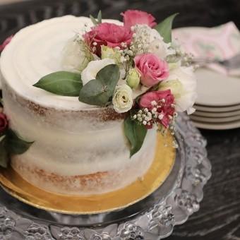 الكيكة الاسفنجية بحشوة الجبن الكريمي بالفيديو