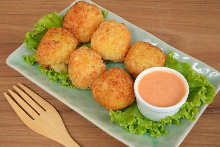 طريقة عمل كرات البطاطس , كرات البطاطس بالجبن 2021 d1630609c05340d3ba9e