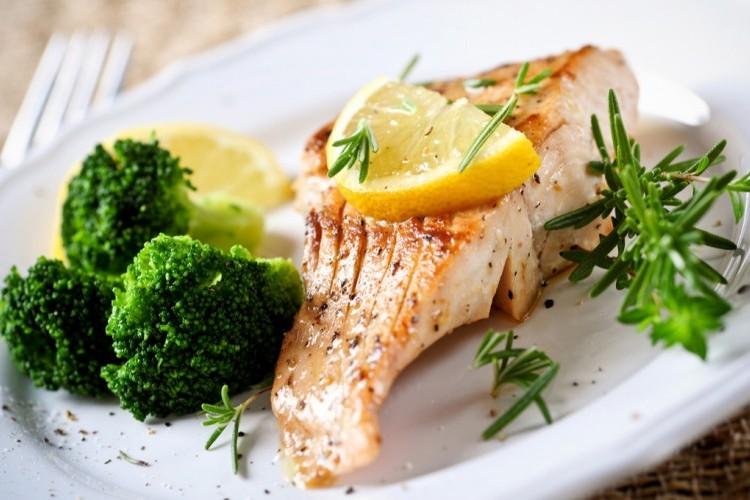 سمك السلمون بالبروكلي للرجيم
