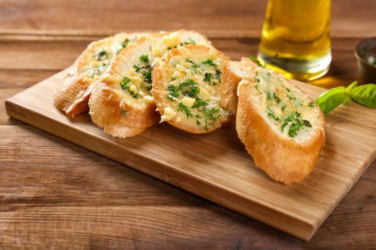 طريقة عمل رولات الخبز , رولات الخبز بالثوم والزبدة 2021 e1e3bd7ac516e45c559f