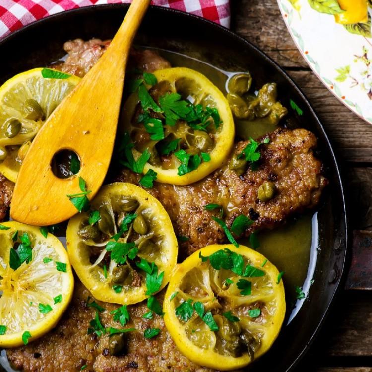 بفتيك لحم مطهو بصلصة الليمون