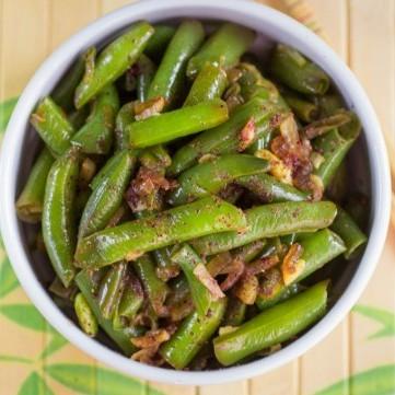 فاصوليا خضراء مقلية مع اللحم المفروم