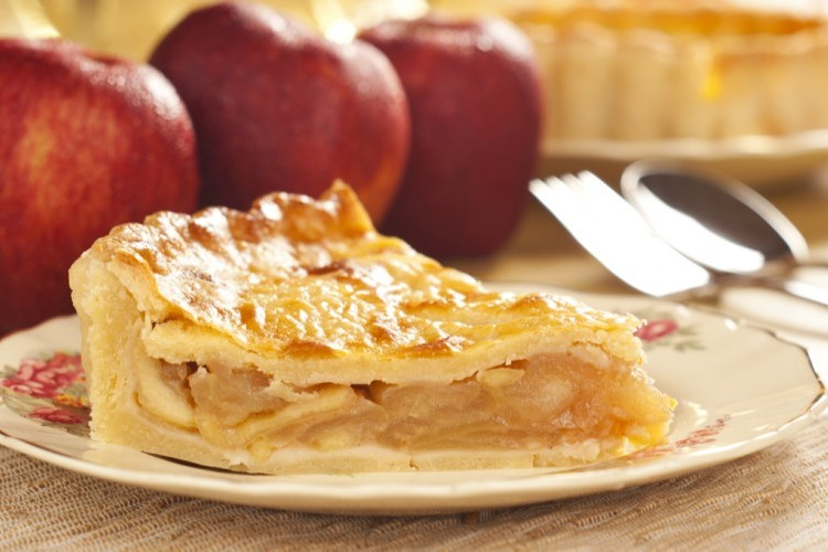 فطيرة التفاح السهلة بالقرفة