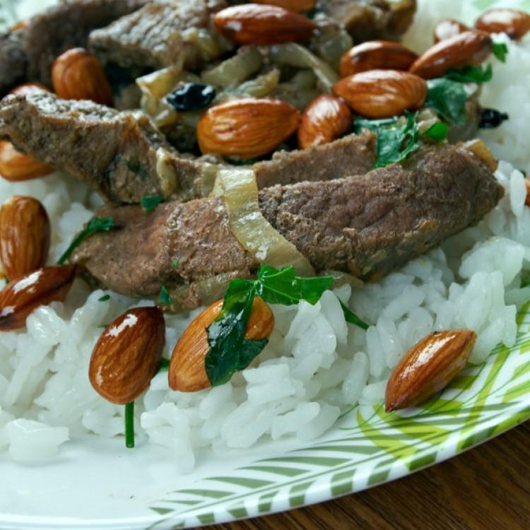 الأرز باللحمة المحمرة