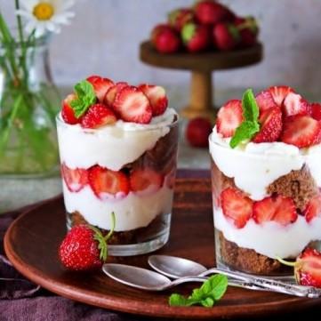 حلويات بالبسكويت والكريمة سهلة ولذيذة