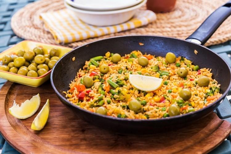 أرز بالخضار والزيتون للنباتيين