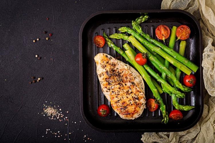 طريقة عمل دجاج مشوي مع الهليون للرجيم - وصفات دجاج - أكلات رجيم -