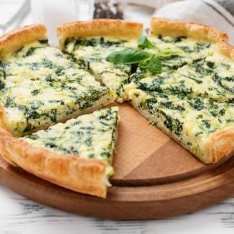 بيتزا السبانخ بالجبن