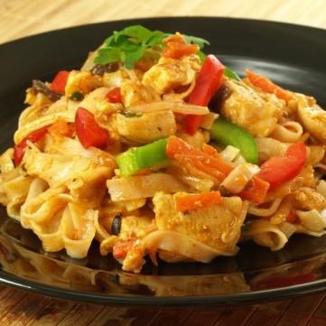 صينية المكرونة بالدجاج والخضار