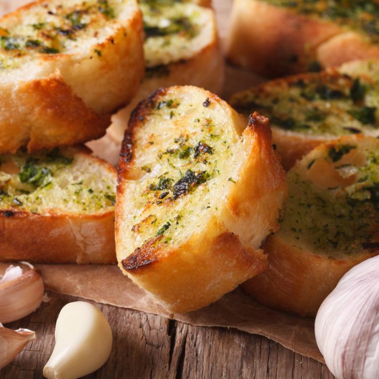خبز الثوم بالريحان
