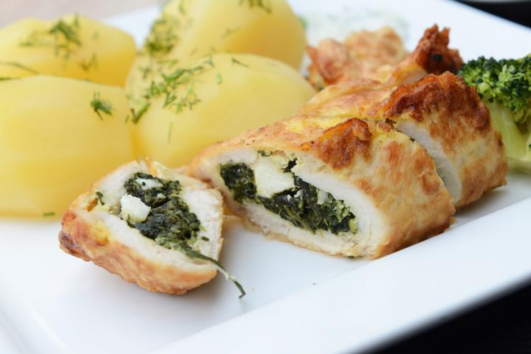 رولات الدجاج بالسبانخ والجبن للرجيم