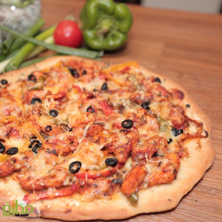 بيتزا باربكيو الدجاج خطوة بخطوة بالصور