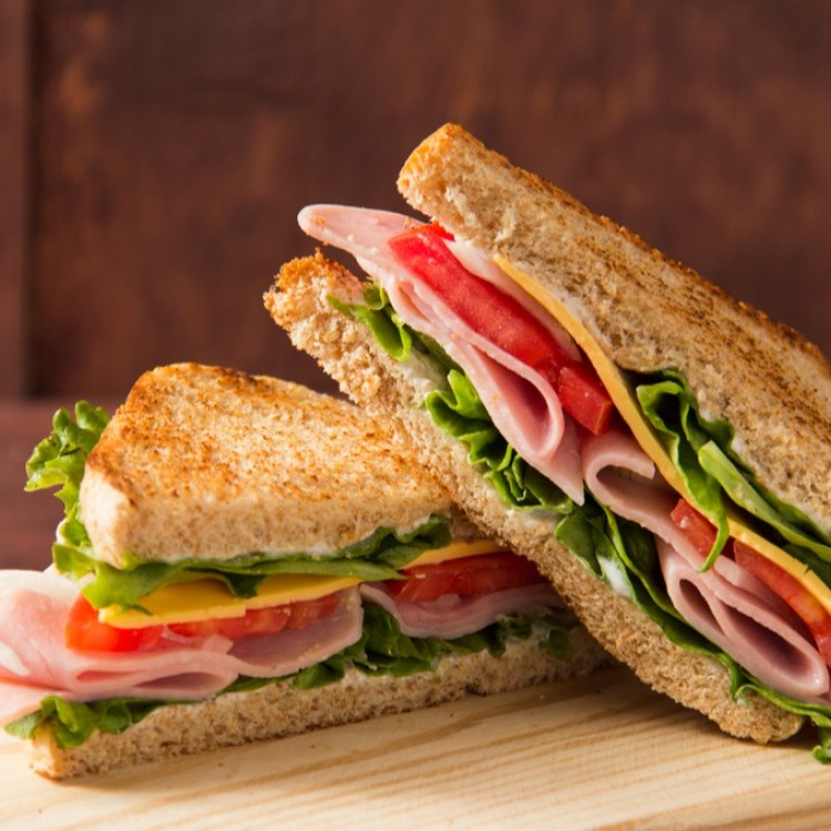 ساندويش تيركي بالجبن والخضار