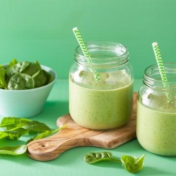 سموذي أخضر مدعم بالزنك