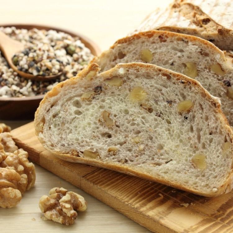 خبز بالجوز والجبن صحي وشهي